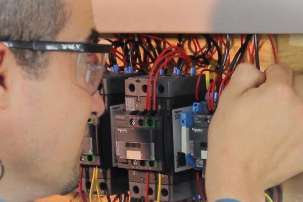 Montagem de Painéis de Comandos Elétricos