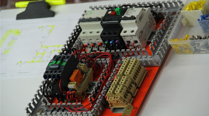 comandos elétricos curso