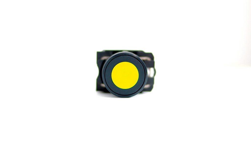 botão na cor amarela