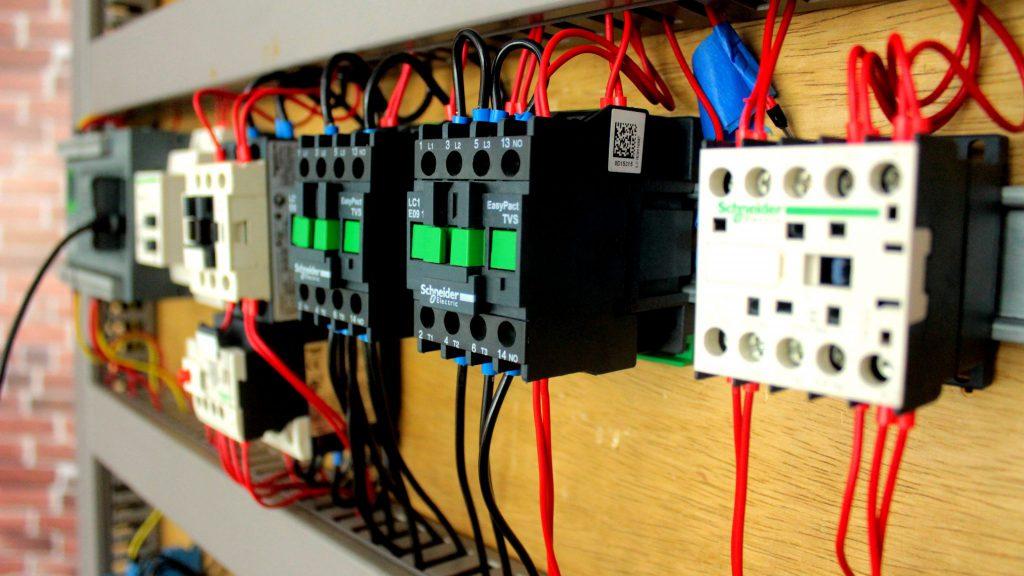 contatores montados em um painel