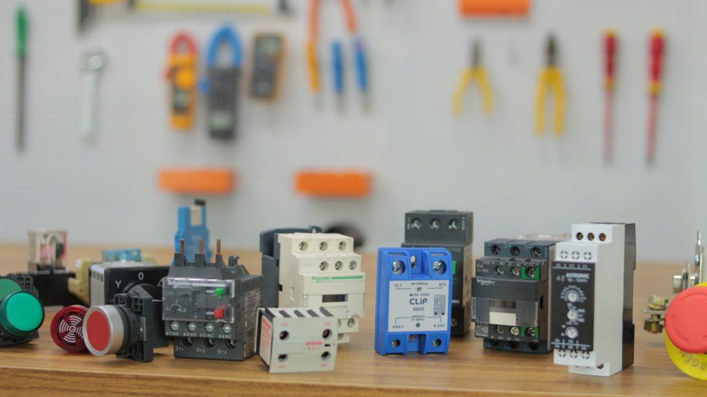 componentes de comandos elétricos