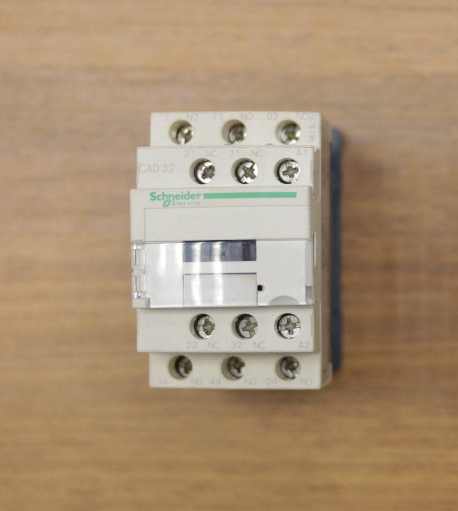 componentes de comandos elétricos: contator auxiliar